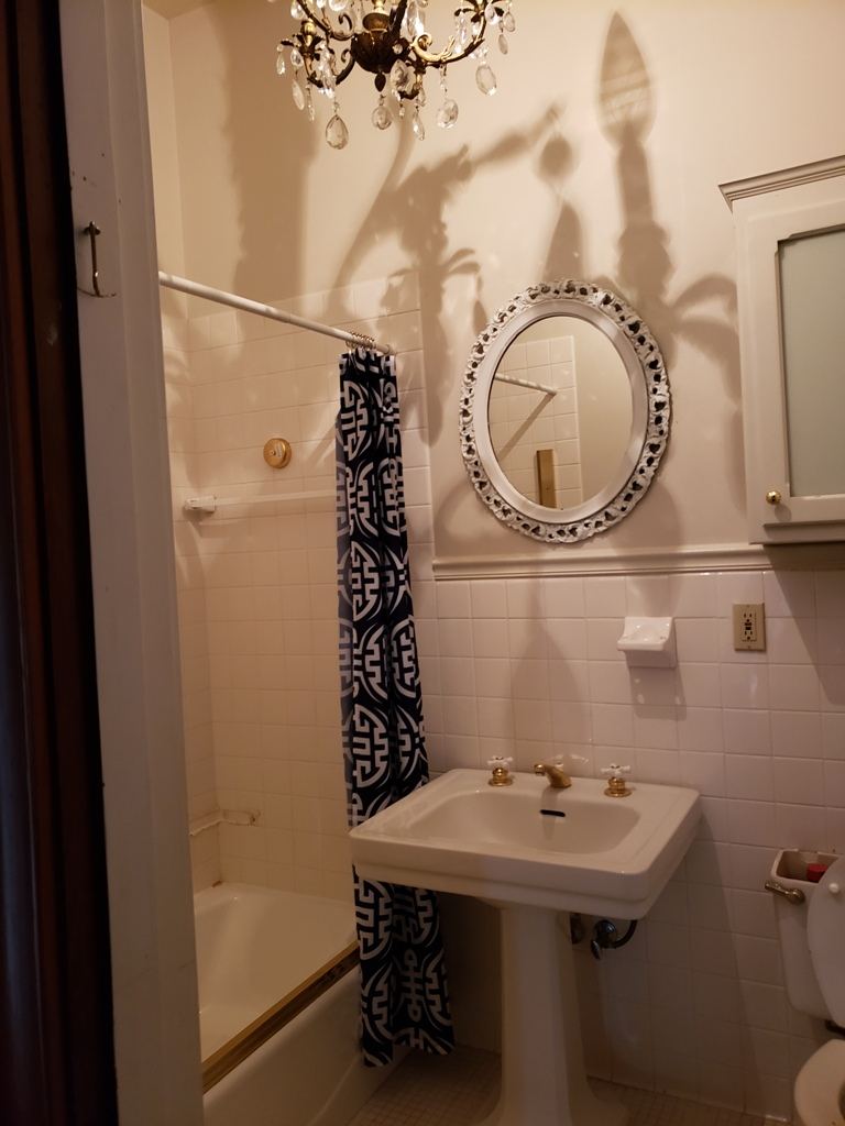 Upstairs-bathroom-2.jpg